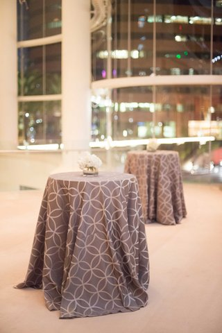 small-round-tables-topped-with-two-tone-linen