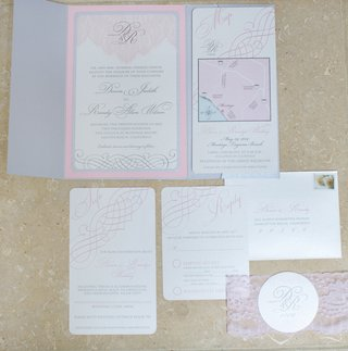 wedding-invitation-suite-in-light-grey-and-pink