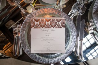 wedding-reception-place-setting-mirror-table-with-silver-rim-charger-plate-metallic-foil-menu-card