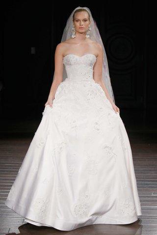naeem-khan-bridal-spring-2017-charleston-hand-embroidery-strapless-ball-gown-flowers-satin