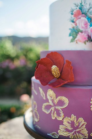 purple-red-pink-cake-floral-embellishments-decorations-details-gold-flowers-cake