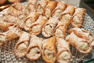 italian-pastry-at-wedding-reception-in-chicago-cannoli-on-crystal-tray