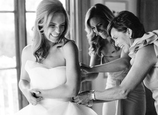 black-and-white-photo-of-bride-getting-ready-with-maid-of-honor-and-mother-of-the-bride