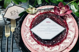 wedding-place-setting-with-black-charger-white-red-floral-print-china-red-glass-plate-cymbidium