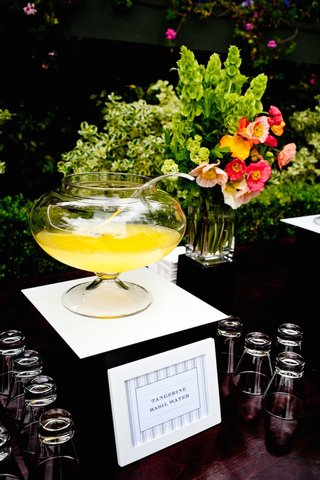 yellow-drink-in-punch-bowl-with-sign-at-wedding