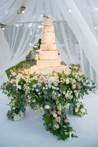 tall-white-wedding-cake-with-rose-gold-ribbon-fresh-flowers-flower-cake-stand-display