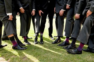groom-and-groomsmen-shoes-and-colorful-sock