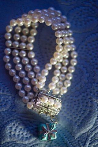 four-strands-of-pearls-on-bracelet-with-silver-clasp