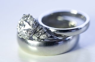 wedding-bands-with-vintage-diamond-engagement-ring