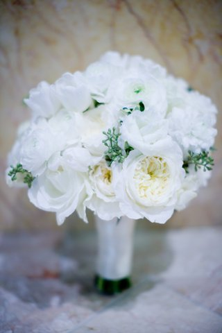 all-white-bridal-bouquet-with-roses-and-ranunculus