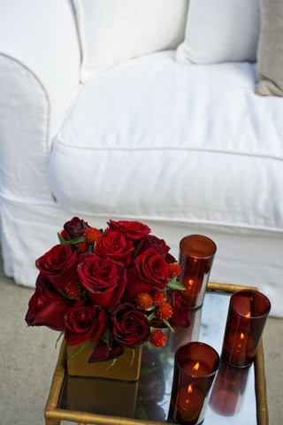 red-rose-centerpiece-with-candles-on-gold-table