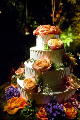 white-cake-with-bright-orange-fresh-roses