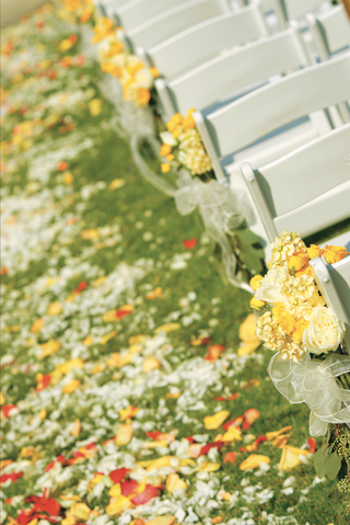 yellow-flowers-and-roses-petals-decorate-aisle