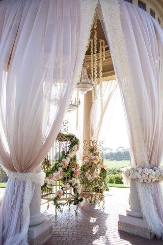 wedding-ceremony-bird-cage-decoration-idea