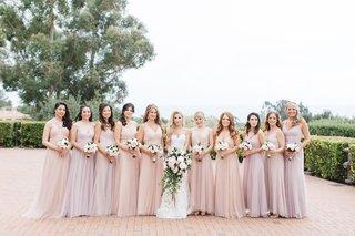 bride-bridesmaids-shades-blush-lavender-small-large-bouquets-big-bridal-party