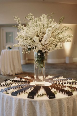 wedding-reception-white-stock-in-glass-vase-black-escort-cards-white-tablecloth