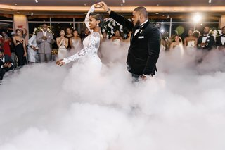 wedding-reception-first-dance-cloud-of-smoke-romantic-effect-dry-ice-machine