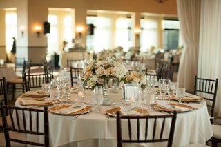 centerpieces-with-blush-roses-dusty-miller-and-eucalyptus-gold-plates-chiavari-chairs
