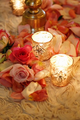 reception-table-with-pink-flower-petals-and-gold-candle-holders