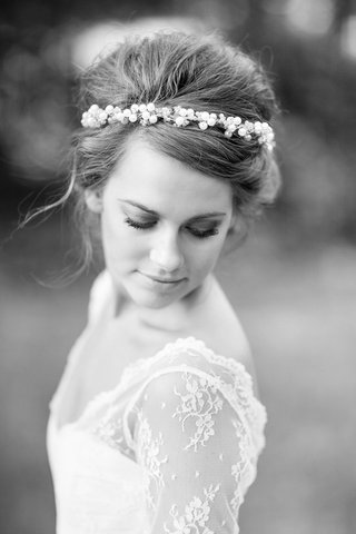 black-and-white-photo-of-young-bride-with-headband