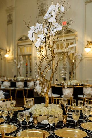 wedding-reception-centerpiece-with-gold-manzanita-branches-with-orchids-and-crystals