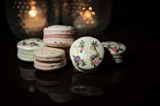 gourmet-macarons-with-paints-floral-details