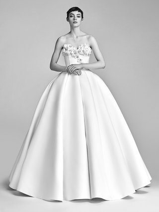 look-1-vrm040-by-viktor-rolf-ball-gown-with-handcrafted-flowers-on-bustier