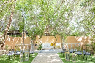 great-gatsby-inspired-garden-wedding-styled-shoot-with-octagon-frame-altar