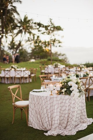 maui-destination-wedding-outdoor-reception-vineyard-chairs-patterned-linen-sweetheart-table