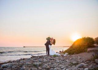 wedding-portrait-santa-barbara-beach-in-california-destination-wedding-kiss-sunset-cotton-candy-sky