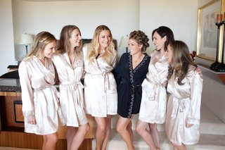 bride-with-bridesmaids-wearing-robes-in-bridal-suite