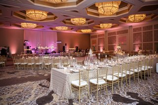 four-seasons-orlando-reception-patterned-metallic-linens-gold-chiavari-chairs-pink-lighting