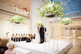 minimalist-wedding-ceremony-in-the-modern-wing-of-the-art-institute-of-chicago