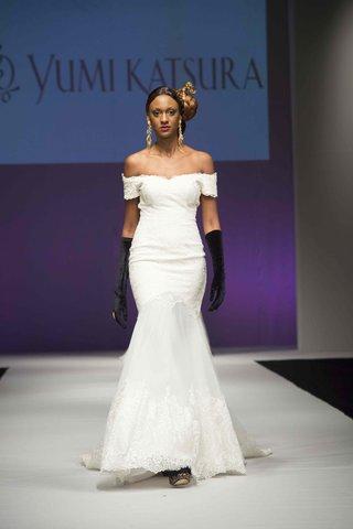 yumi-katsura-fall-2016-off-the-shoulder-lace-wedding-dress