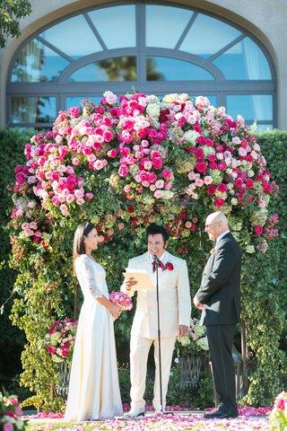 vow-renewal-outdoor-garden-wedding-with-las-vegas-elvis-impersonator-officiant-bride-in-old-dress