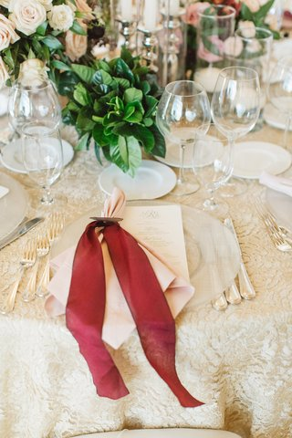 clear-charger-places-red-bow-pink-napkin-setting-reception-table-classic-champagne-colored-wedding