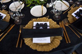 gold-charger-plate-black-linen-wedding-reception-menu-decorated-with-bow-tie