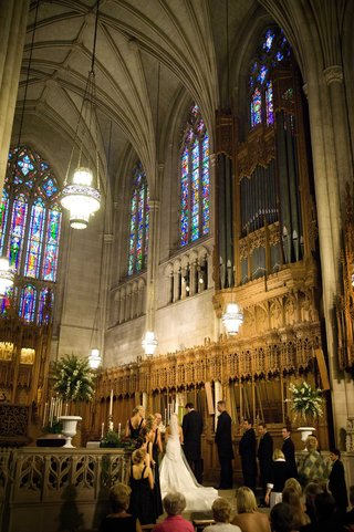 dramatic-ceiling-and-stained-glass-windows-of-duke-university-chapel