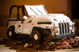 grooms-cake-in-shape-of-a-jeep