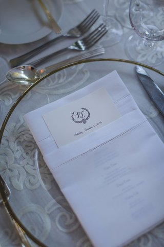 the-real-housewives-of-new-york-citys-luann-de-lesseps-wedding-menu-in-white-napkin-charger-plate