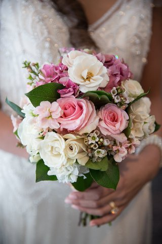 bride-holding-wedding-bouquet-with-pink-rose-white-rose-pink-hydrangea-and-leaves
