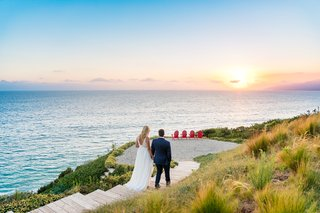 malibu-wedding-bride-and-groom-walking-to-enjoy-the-sunset-wedding-picture-sunset-over-ocean