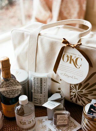 wedding-welcome-bag-with-champagne-and-emergency-kit