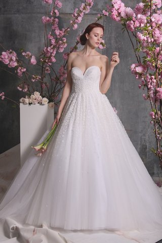 christian-siriano-spring-2018-deep-sweetheart-ball-gown-full-skirt-3-d-appliques-princess-dress