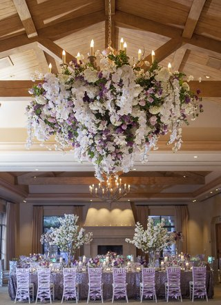 indoor-reception-space-with-wood-beams-and-flowers