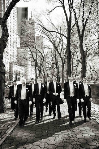 black-and-white-photo-of-groomsmen-in-nyc