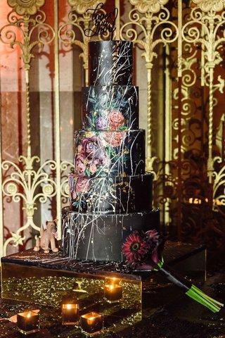 wedding-cake-designed-by-groom-with-cake-designer-hand-painted-flower-details-black-contrast-paint