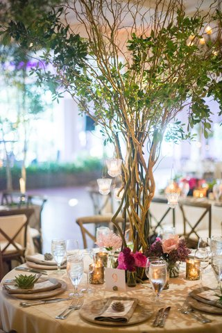 wedding-reception-tree-as-centerpiece-natural-organic-themed-wedding