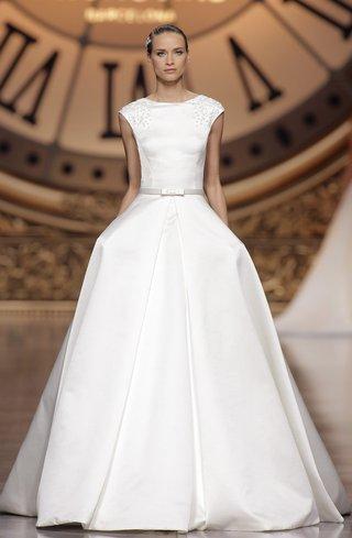 atelier-pronovias-2016-vela-wedding-dress