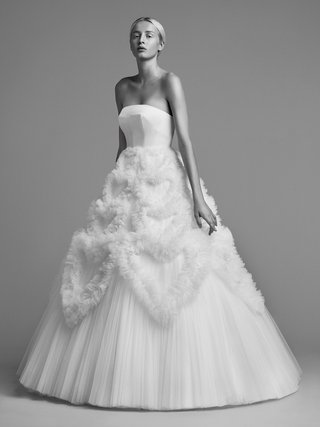 viktor-and-rolf-mariage-fall-winter-2018-wedding-dress-strapless-ball-gown-heart-design-on-skirt